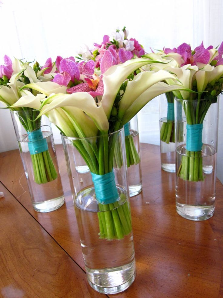 My favorite table decorations flower combination; vase could be change.