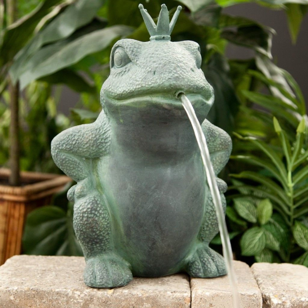 Ideas for decorating your frog fountain on your deck for Small pond decorations