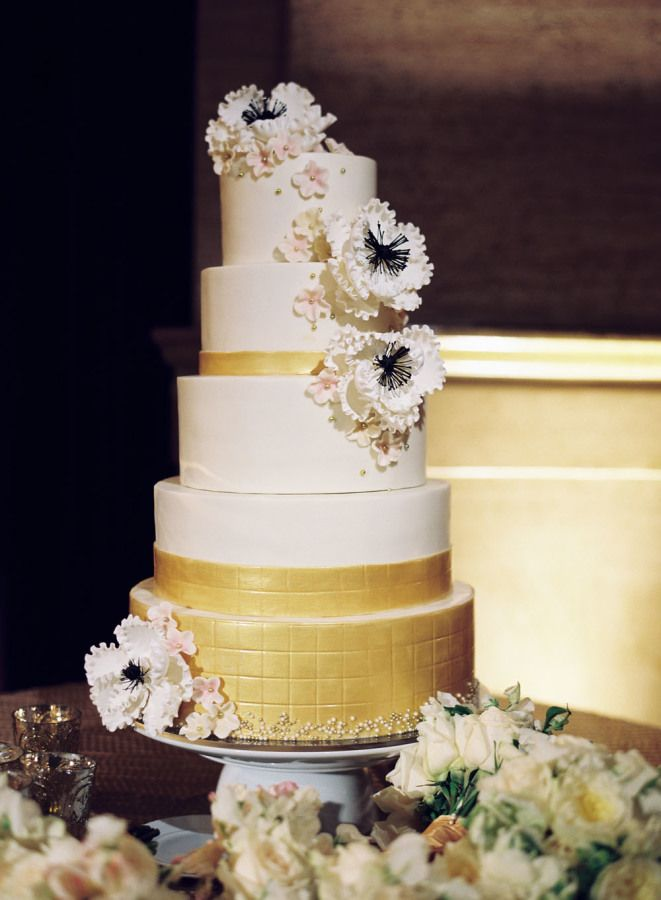 Gold wedding cake with hint of black | fabmood.com