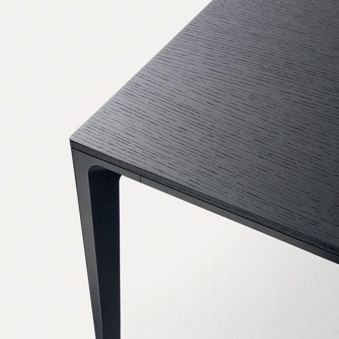 black lacquered aluminium structure and black oak top detail