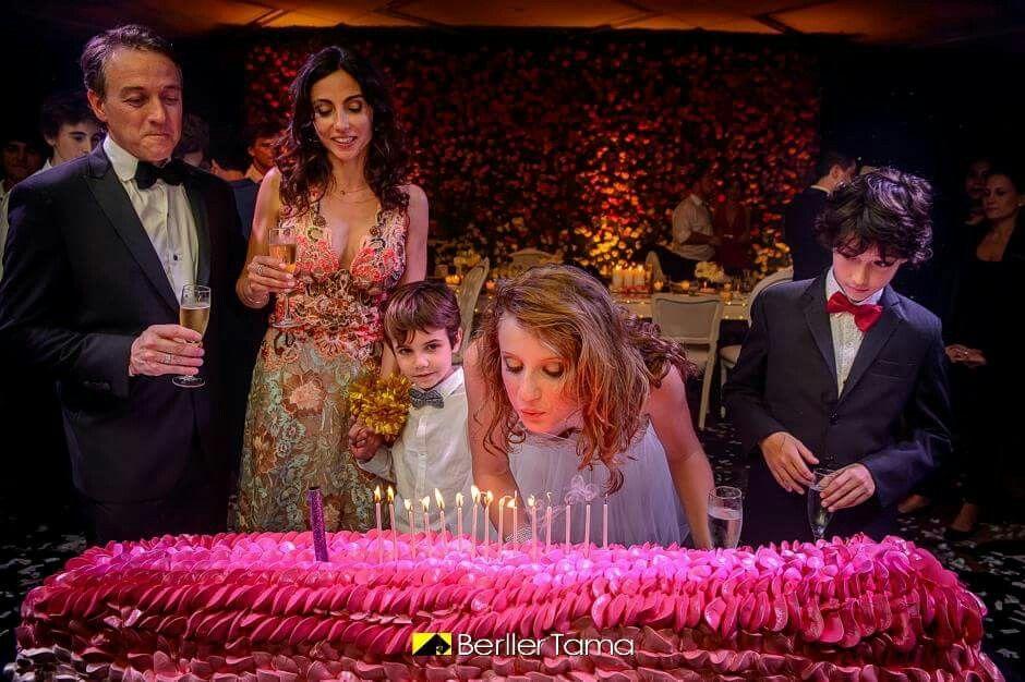 El momento de la Torta.Fiesta de 15 Organizada por Maria Ines Novegil Event Planners en Hotel Four Seasons Buenos Aires.