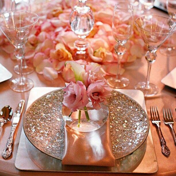 This Placesetting Is To Die Gold Charger Champagne: Gold And Coral/peach Tones Are Amazing.