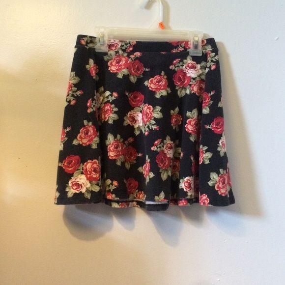 forever 21 skater skirt floral print skater skirt, size small, elastic band Forever 21 Skirts Circle & Skater