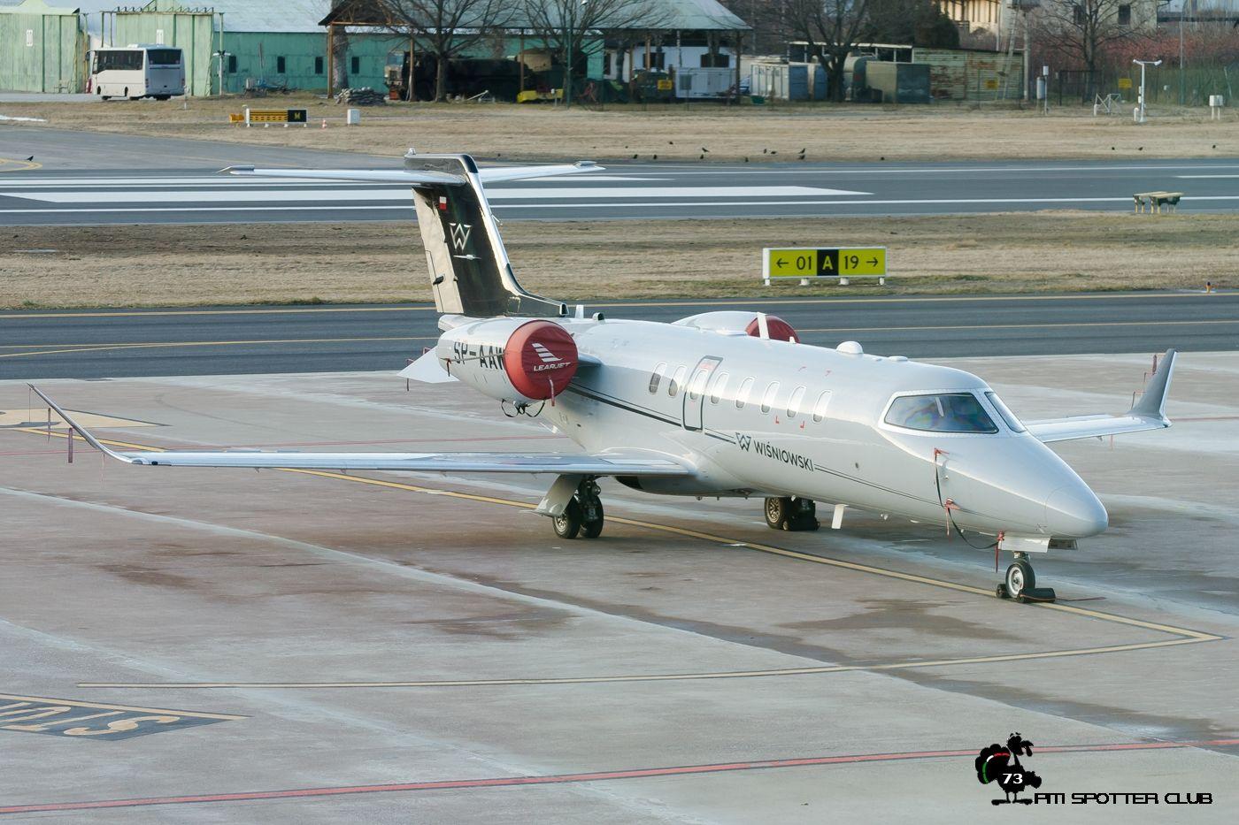 Phenom 300 cockpit phenom executive jet line leaders of innovation - Planes