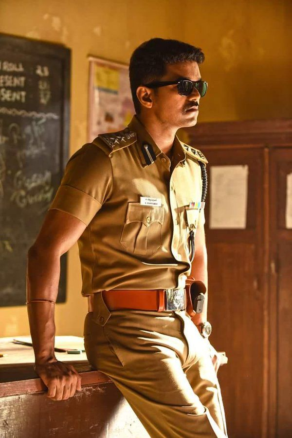 Theri Latest Images Of Vijay In Police Officer Look Southie