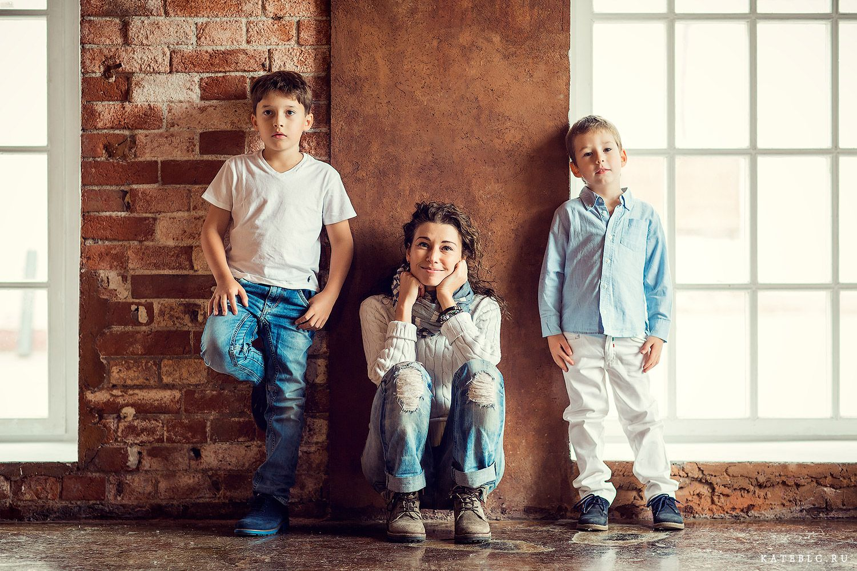 Идеи фотосессии с двумя детьми в помещении