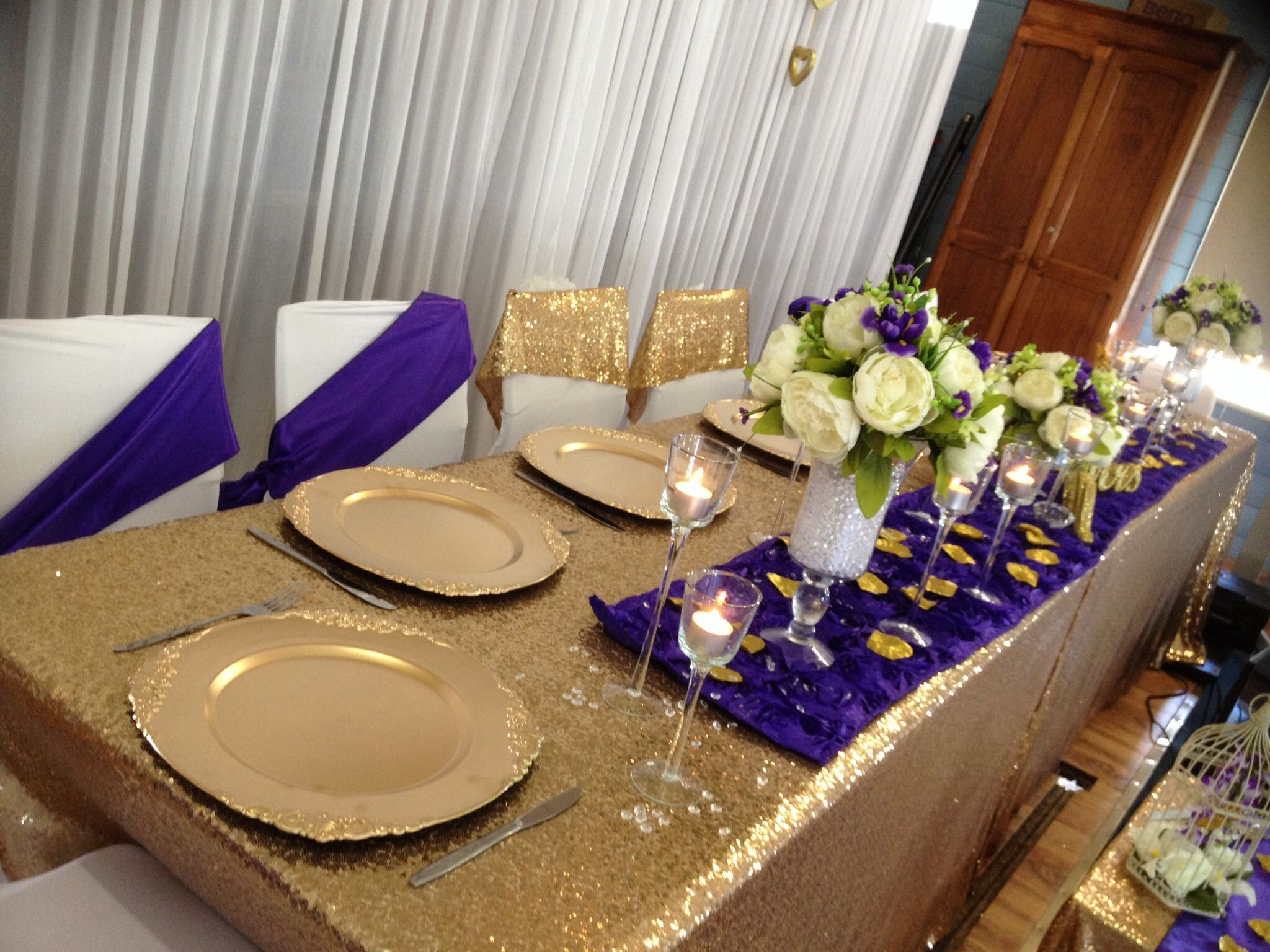 Gold charger plates rosette table runner sequinned tablecloth