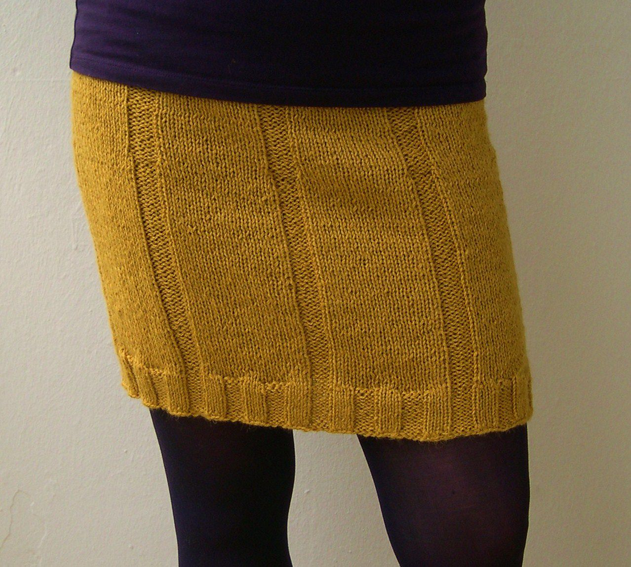 DIY: Drops, Ribbed Knit Mini Skirt ---- Use different color ...