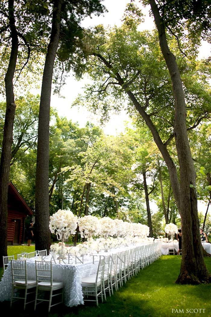 How about this outdoor wedding? Simply superb!