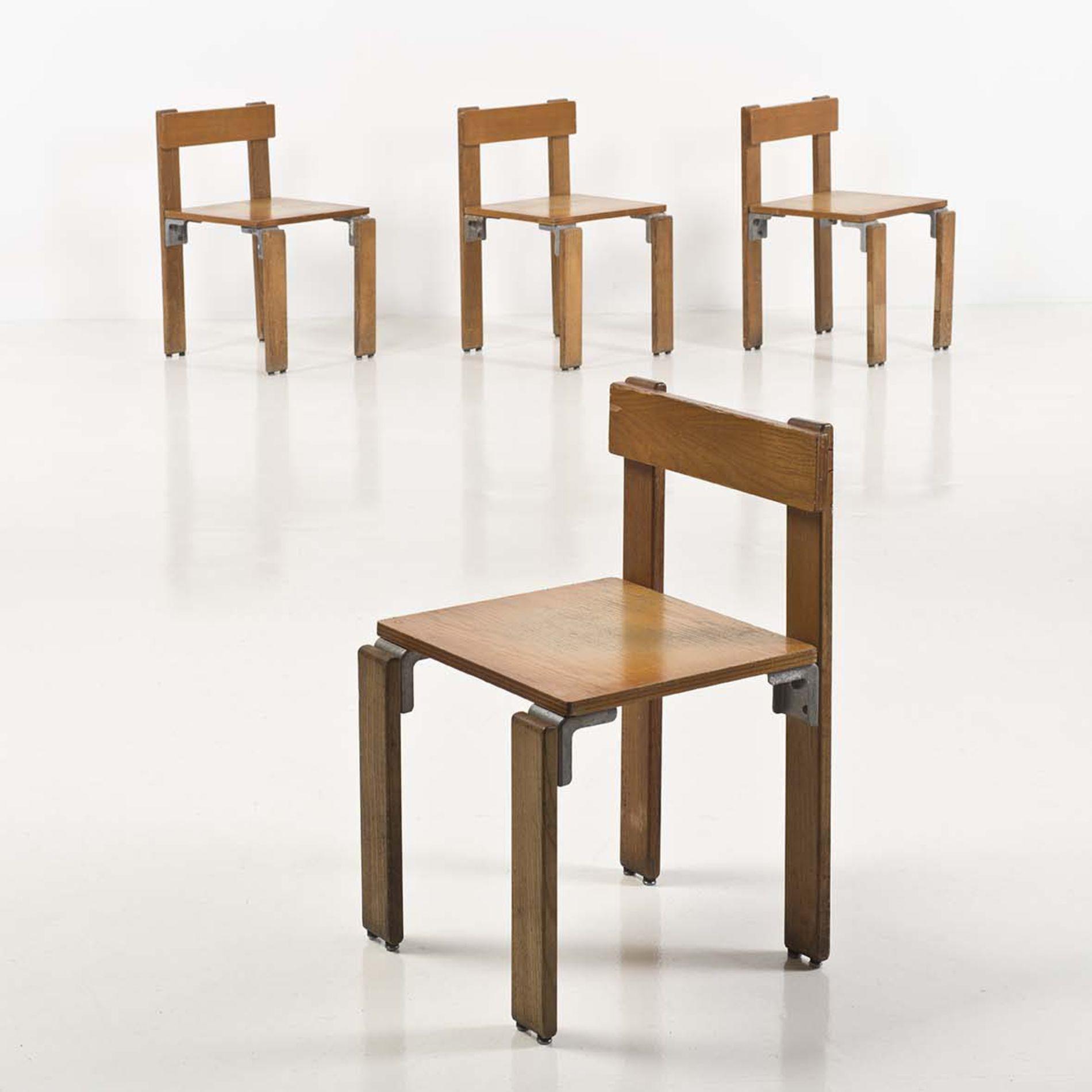 Georges Candilis (1913-1995)  Suite de quatre chaises  Bois contreplaqué et fonte d'aluminium  Date de création : 1968-1969  H 70 × L 43 × P 45 cm  Provenance : Réalisé pour la résidence Les Carrats