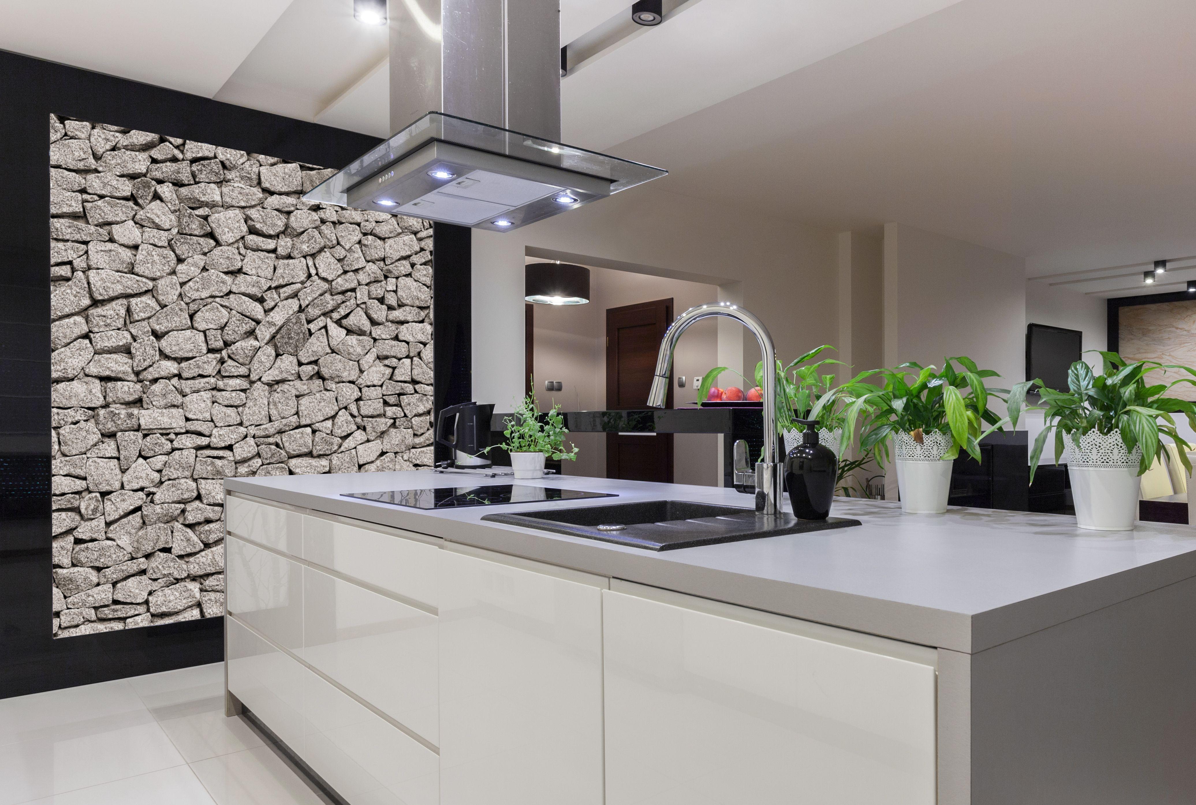 Nowoczesna Biala Drewniana Kuchnia Na Wysoki Polysk Z Szarym Blatem Kuchennym Na Wyspie Ni White Modern Kitchen Custom Kitchens Design Luxury Kitchen Design