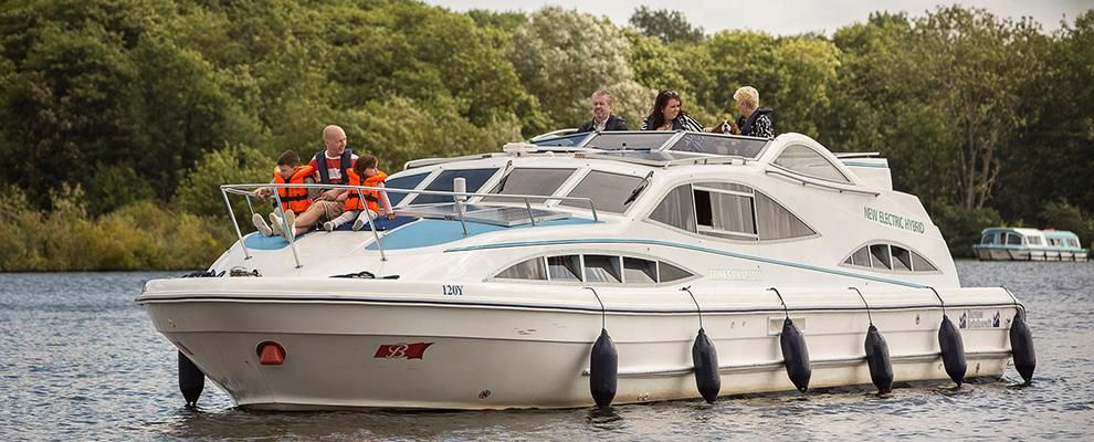 Relaxed days with the family brinks rhapsody boat hire