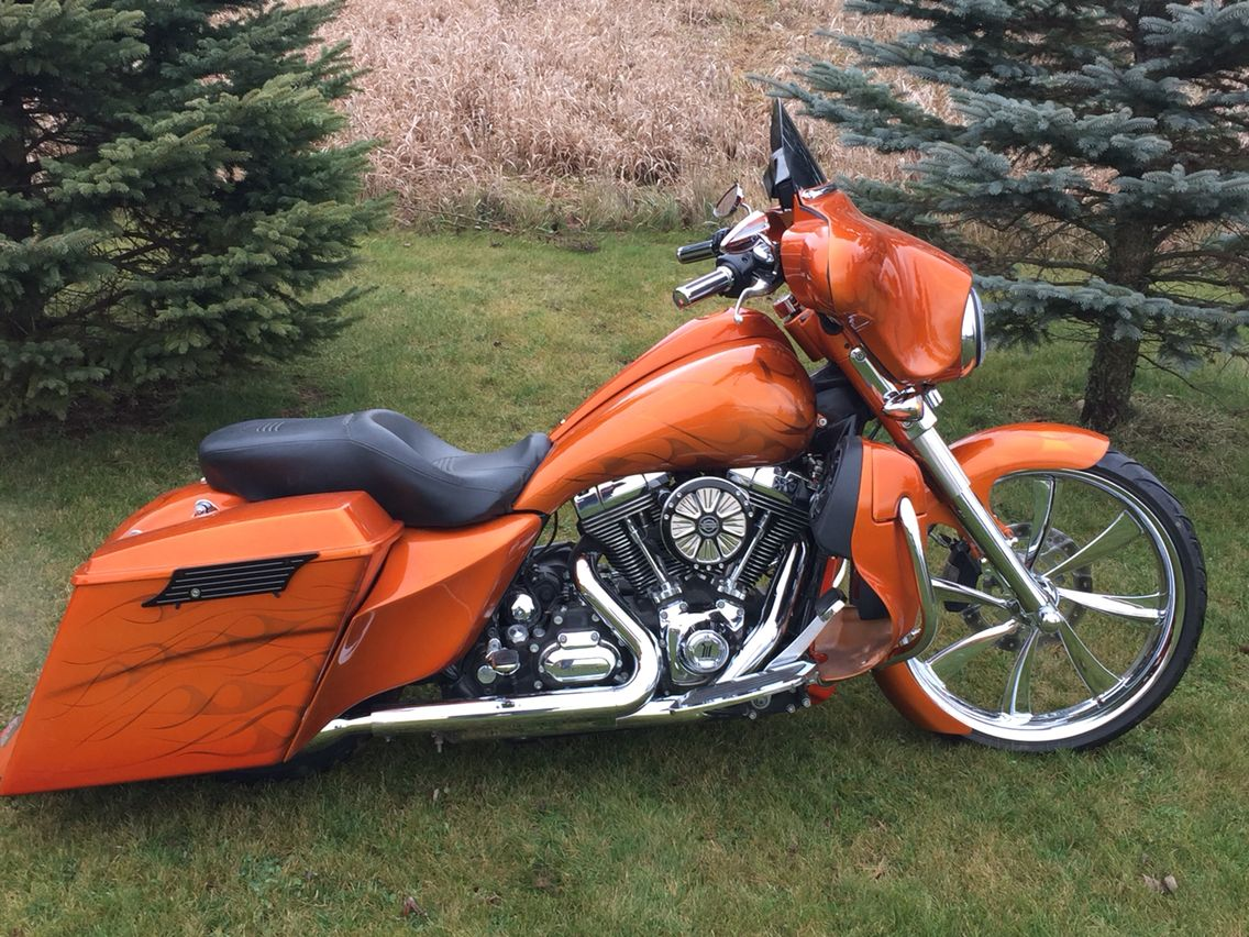 Harley Bagger Cool Motorcycles
