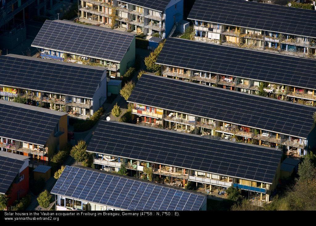 Freiburg Green City Germany Solar Houses Near The Vauban Ecoquarter Solar House Zero Energy House Solar Energy Diy