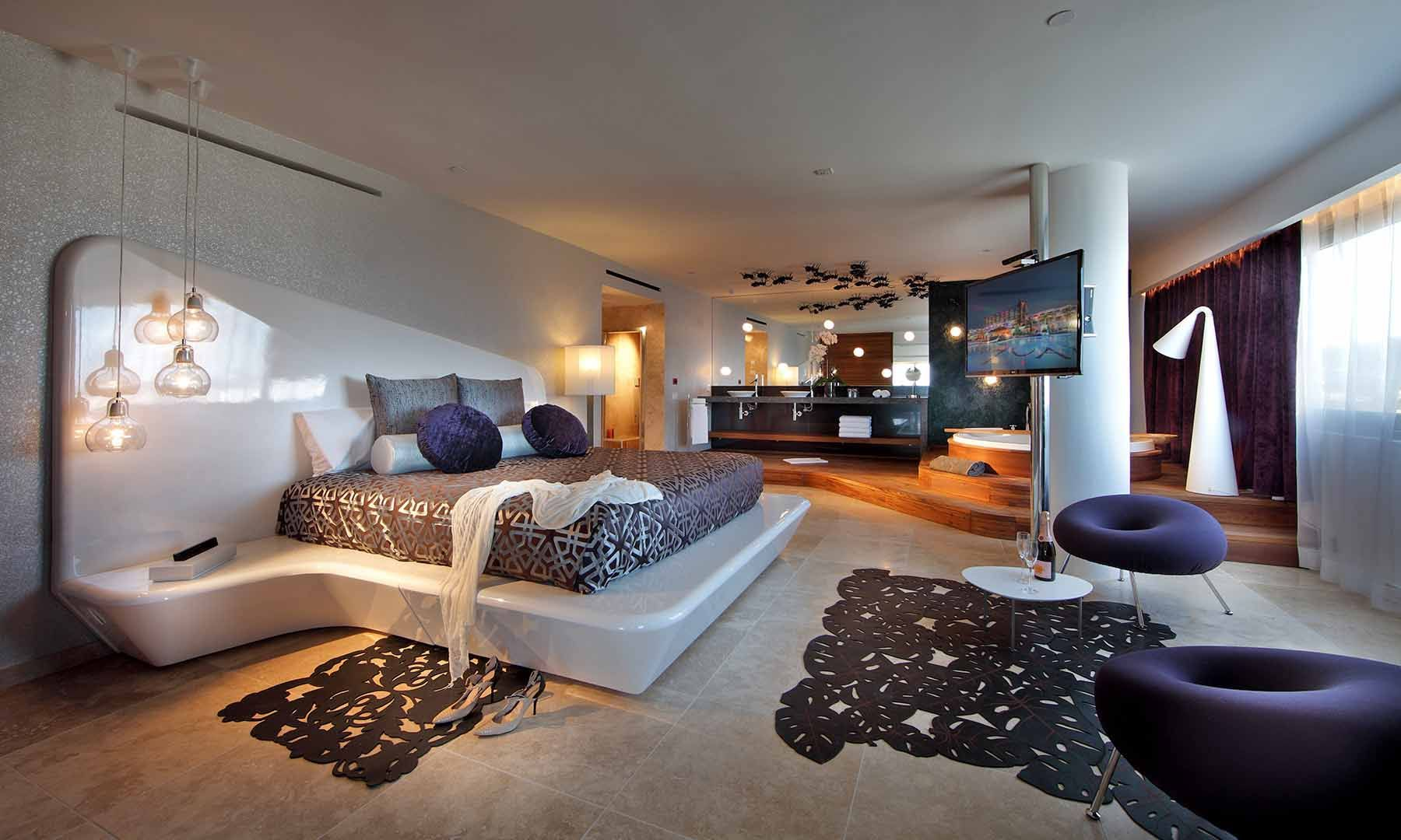 hotel bedrooms The Most Stunning Hotel Bedrooms in The World 4a147ebb160923f9c64d78eb034ed61d