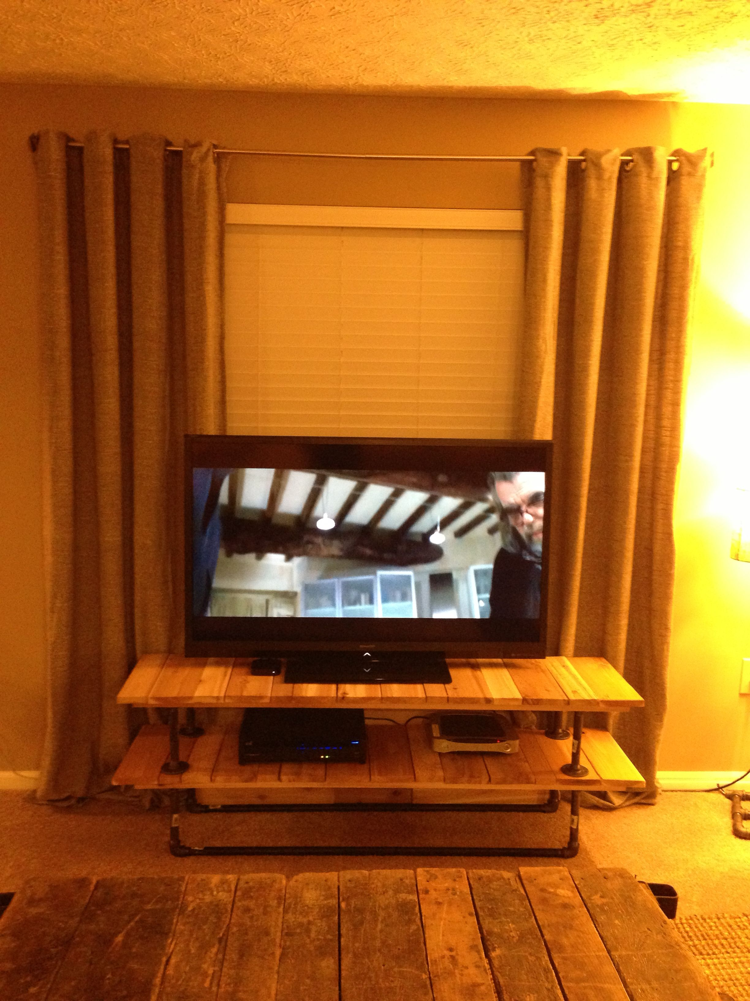 Diy Iron Pipe And Cedar Plank Tv Stand Diy Apartment