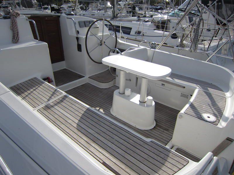 2000 Jeanneau Sun Odyssey 40 Ds Loving The Starboard Forward