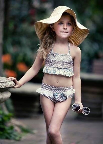 093939f4c Bikini niña vintage. Moda baño infantil