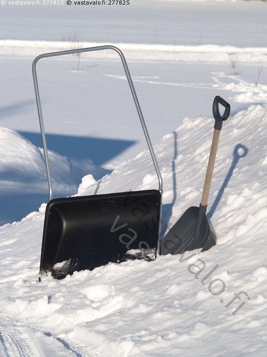 Kola ja lapio - kola lapio lumikola lumilapio työkalu lumi kinos lumityöt lumen luonti
