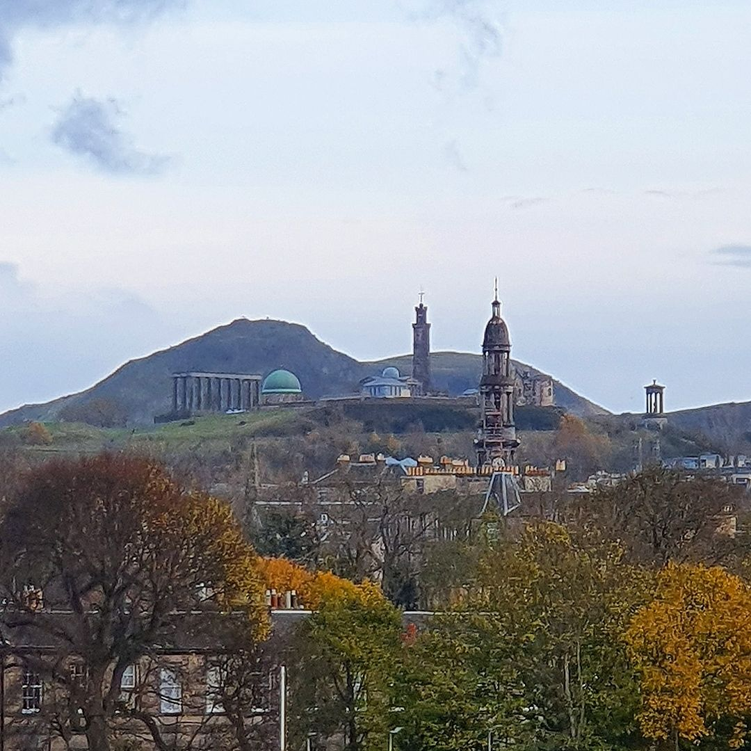 "Jens on Instagram: ""Them dreaming spires.... . . . #edinburgh #edinburghviews #edinburghlife #instaedinburgh #edinburghsnapshots #autumncolours #autumnview…"""