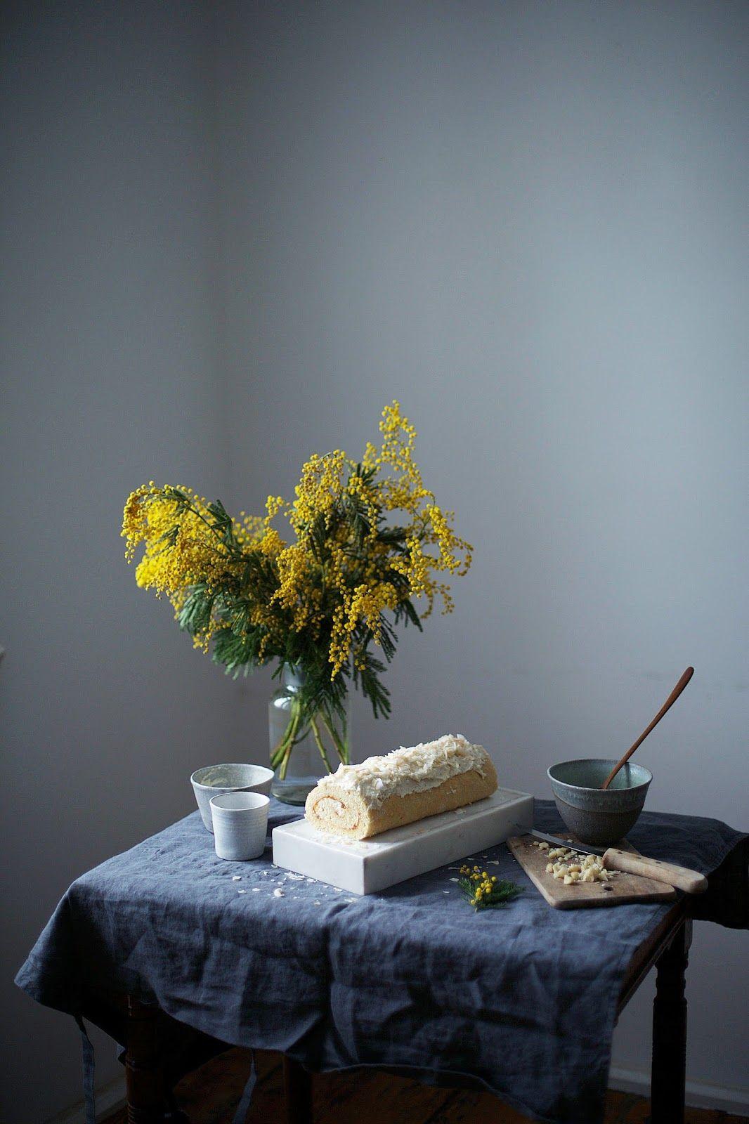 nuestras historias alimentos: glutenfree macadamia - jengibre - rodillo suizo de albaricoque con copos de coco
