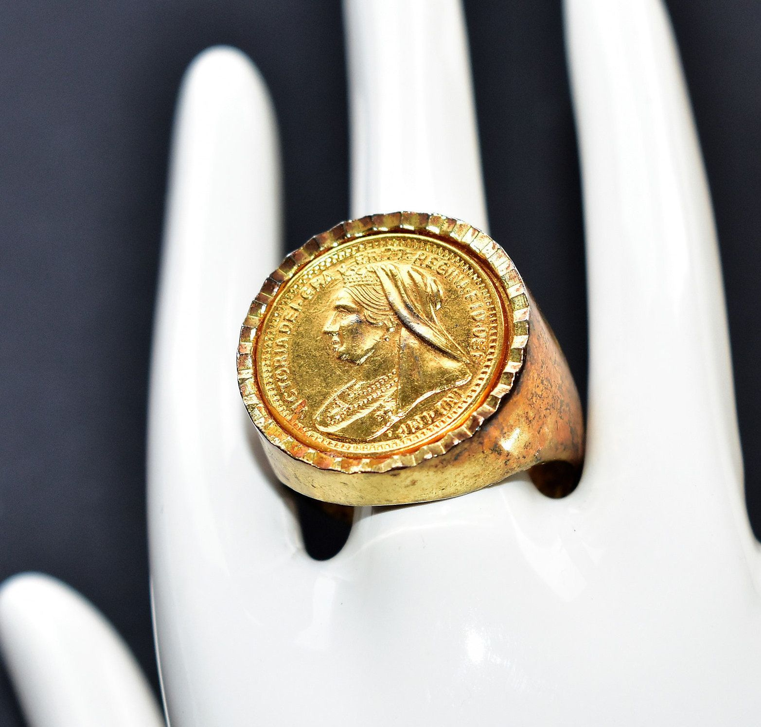 Chunky Gold Coloured Queen Victoria Head Coin Ring Vintage