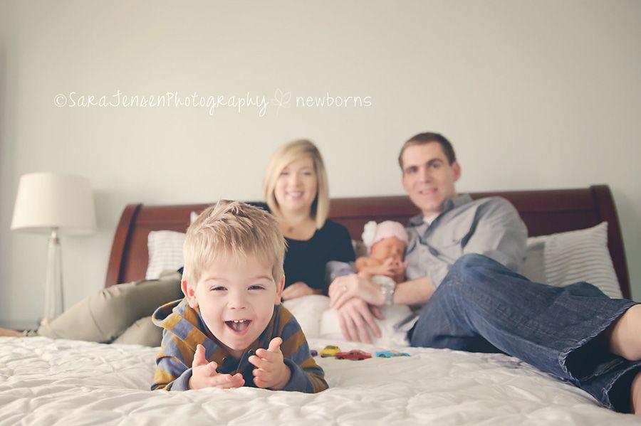 newborn photo shoot with older siblings