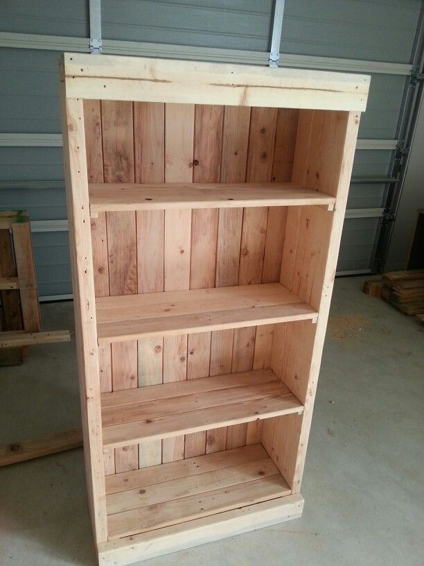Amazing Bookcase Made From Pallets.