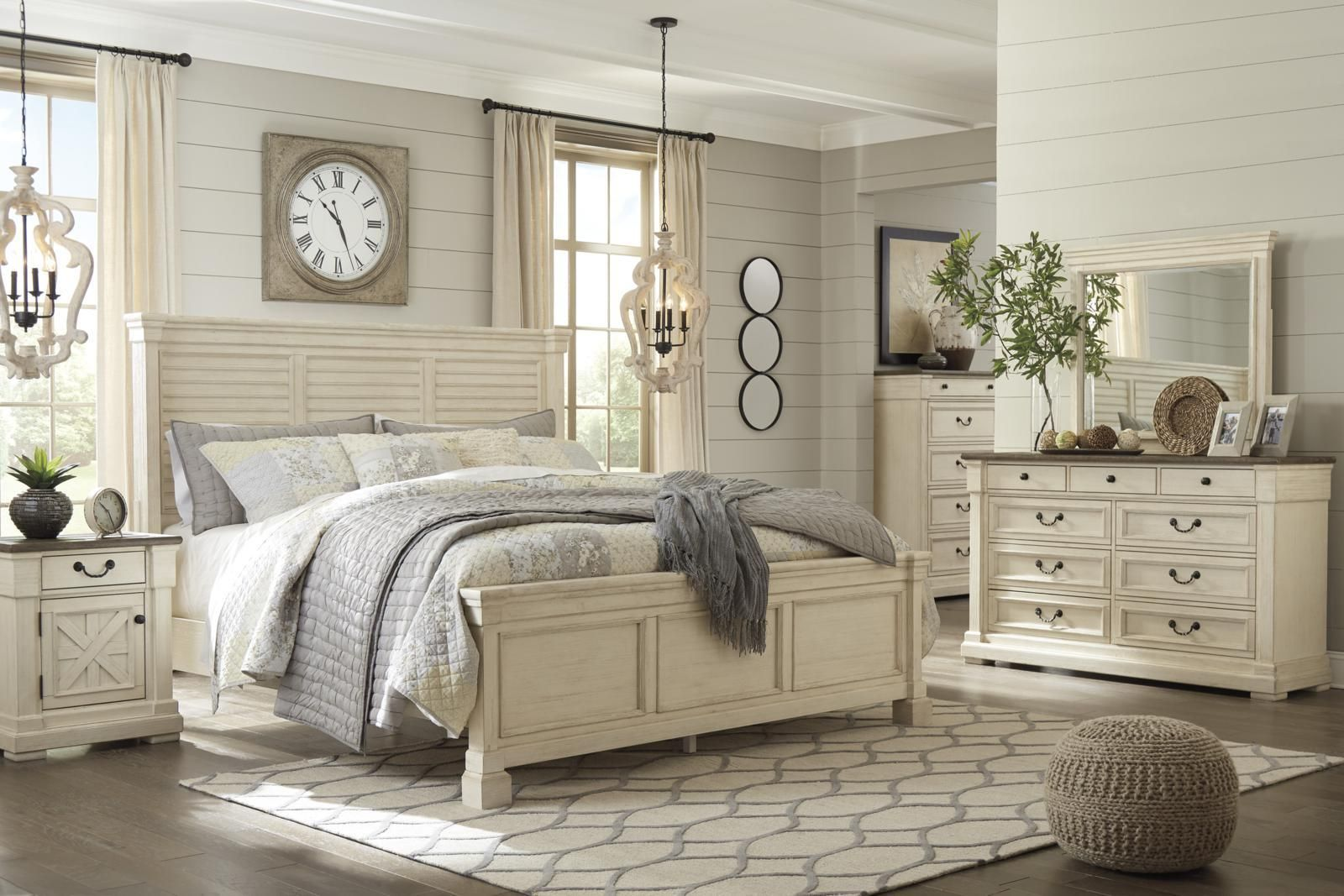 Bolanburg 4 Piece Louvered Panel Bedroom Set in 2020 ...