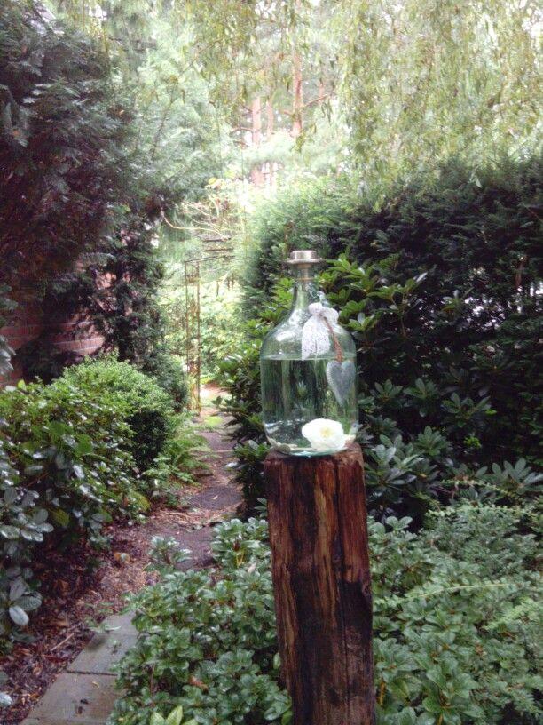 Grosse Glasflasche Mit Wasser Und Deko Mein Garten Glas Flaschen