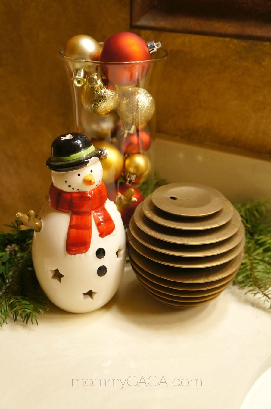 Holiday Bathroom Decorating Ideas Part - 46: Holiday Home Decor: Christmas Decorating Ideas For The Guest Bathroom