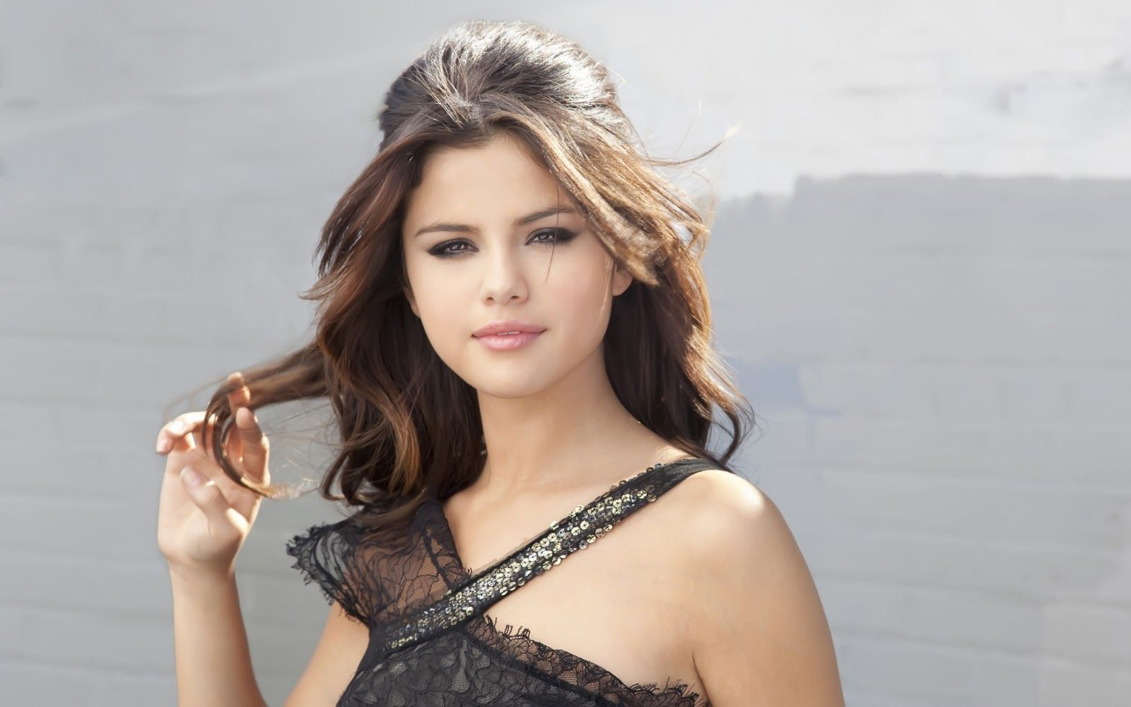 Selena gomez selena gomez wallpapers 2014 pretty hair styles selena gomez selena gomez wallpapers 2014 voltagebd Image collections