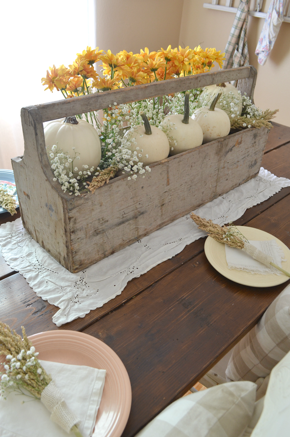Vintage Thanksgiving Table - Sarah Joy #falldecor