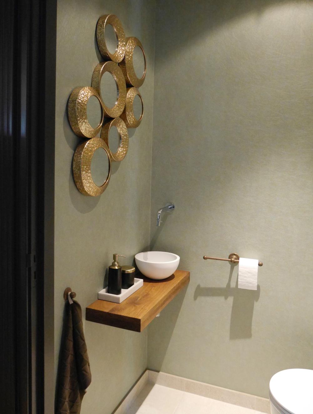 Goud & comfort in de badkamer   vtwonen