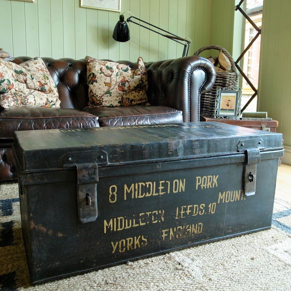 Gentil VINTAGE MILITARY TRUNK Industrial WWII FOOTLOCKER Metal Chest COFFEE TABLE  Box