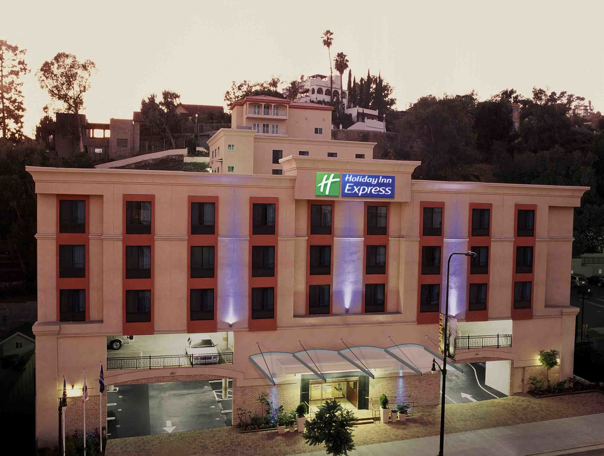 Holiday Inn Express Hotel Suites Near The Hollywood Walk Of Fame
