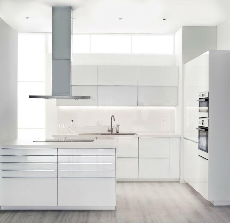 cucina-bianca-total-white-pavimento-legno-arredamento-stile ...