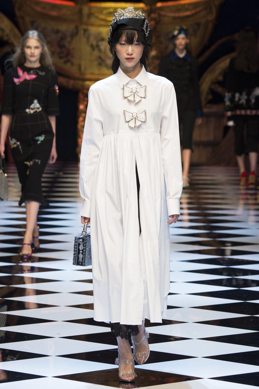 Dolce & Gabbana Fall 2016 Ready-to-Wear Fashion Show - Sora Choi