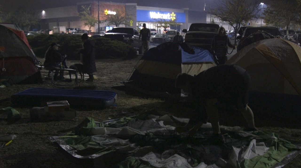 Camping In The Lot Is Part Of Walmart S Culture That Tent City In Chico Is Something Else California Towns Refugee Camp Camping World