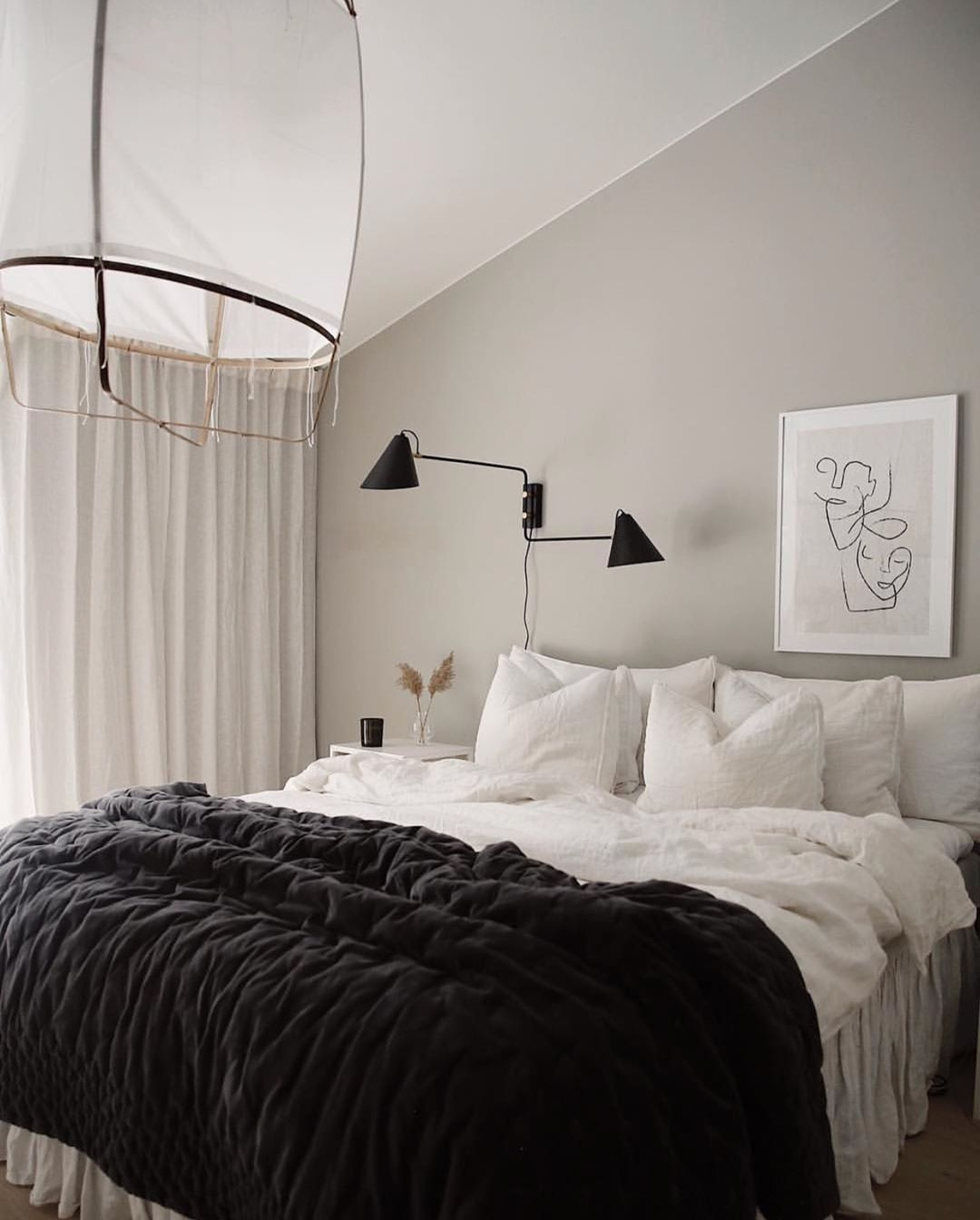 "Photo of Interior & Scandinavian Homes på Instagram: ""Det nydelige soverommet til @emmamelins 👈🏻 God natt alle 🌙. #bedroom #bedroomdecor #bedroominspo #nordichome #nordicinspiration """