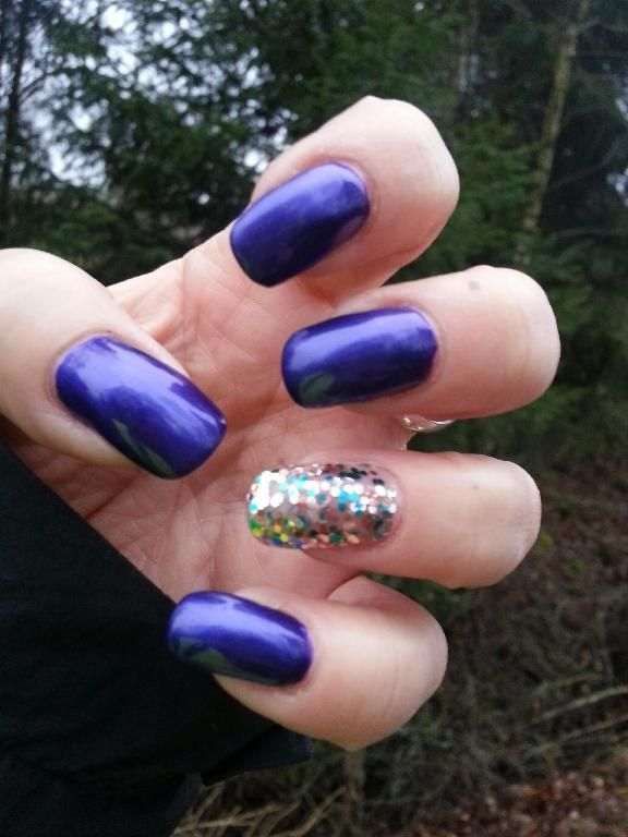 "OPI Nagellack Inspiration av Lola: Tomorrow Never Dies"" & ""The Living Daylights"""