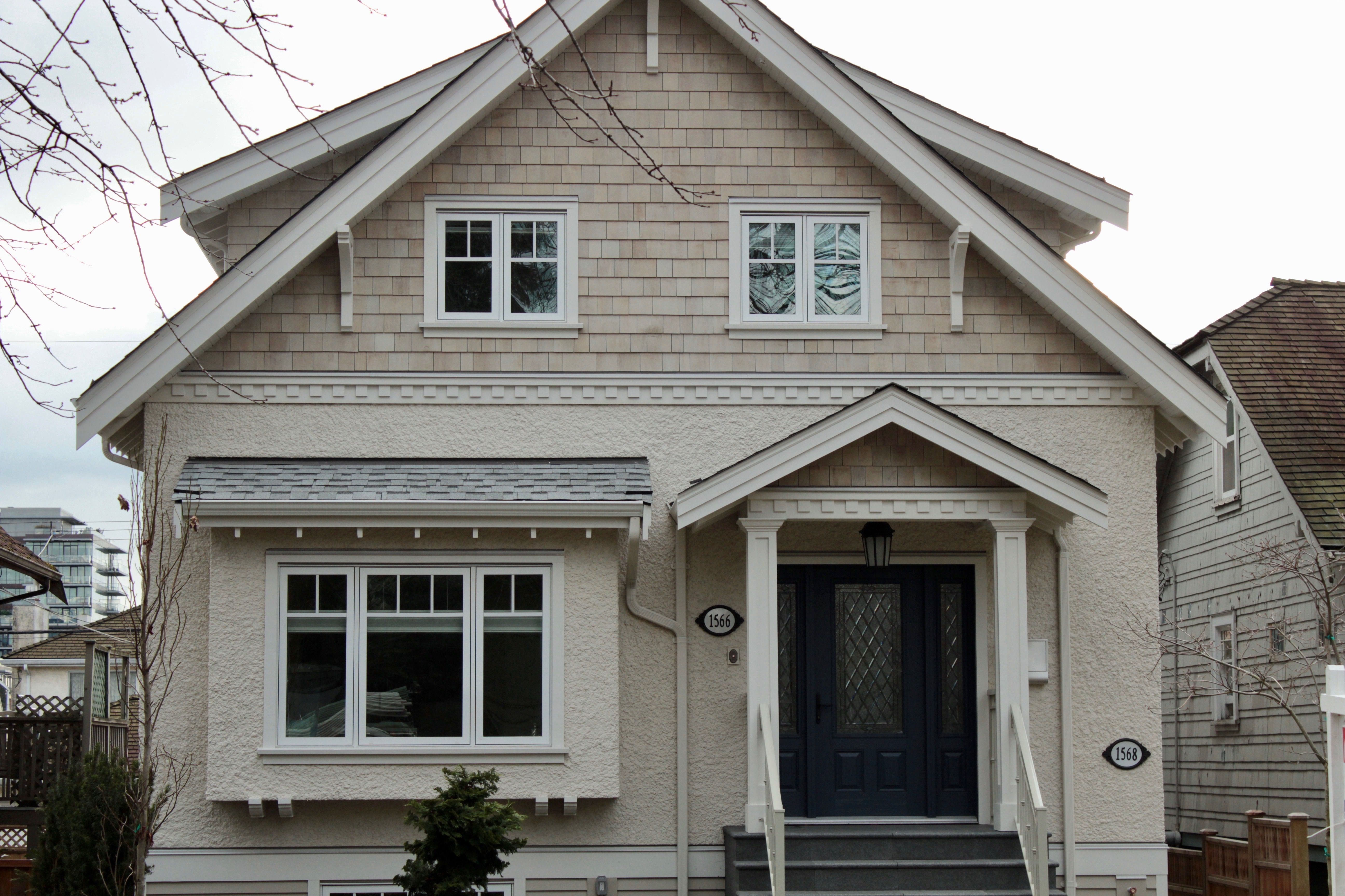 Best Combination Of Cedar Shingle And Heavy Dash Stucco Give 400 x 300