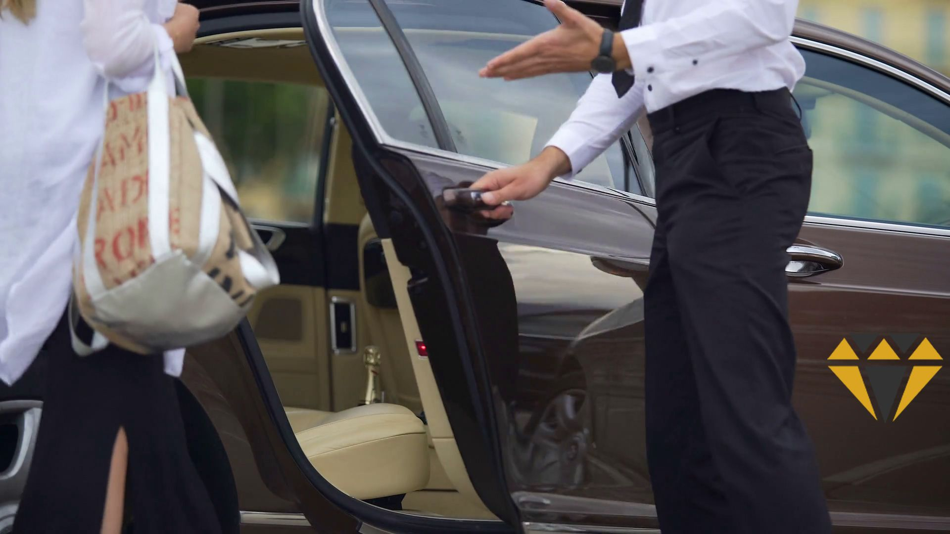 Private, Door to Door taxi airports transfer from and to
