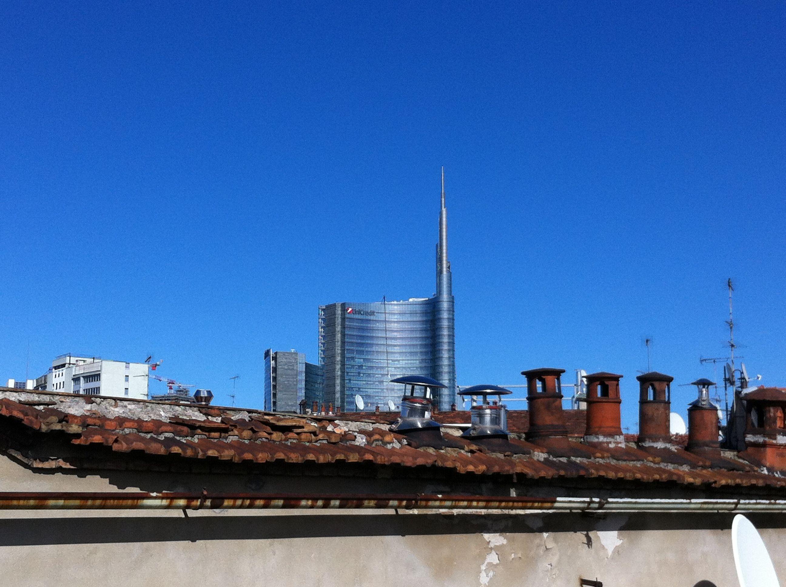 Primo giorno di Primavera su un tetto di Milano centro