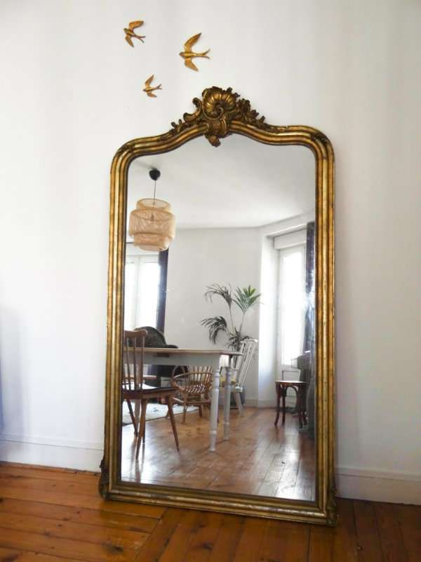 12 Astuces Deco Pour Faire Paraitre Une Piece Plus Grande Idee Deco Miroir Miroir Deco Miroir A Poser