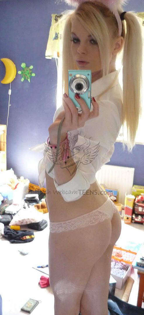 sexting girls naked braces