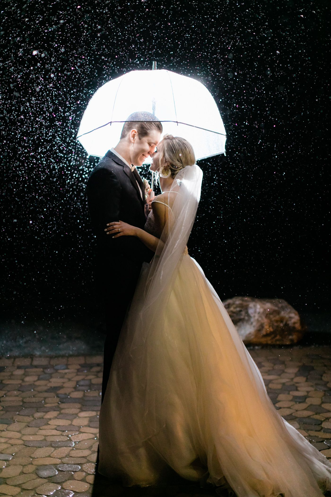 The Rainy Wedding Day Photo That Caused All The Raucous On Reddit Tayler Enerle Photography Rainy Wedding Photos Rain Wedding Photos Rain Wedding