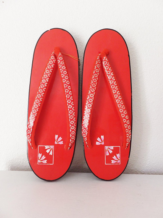8941e213cc151 Vintage Japanese Sandals Geisha Style Red Asian Shoes Maiko Geta Shoes  Raised Flip Flops Asian Shoes
