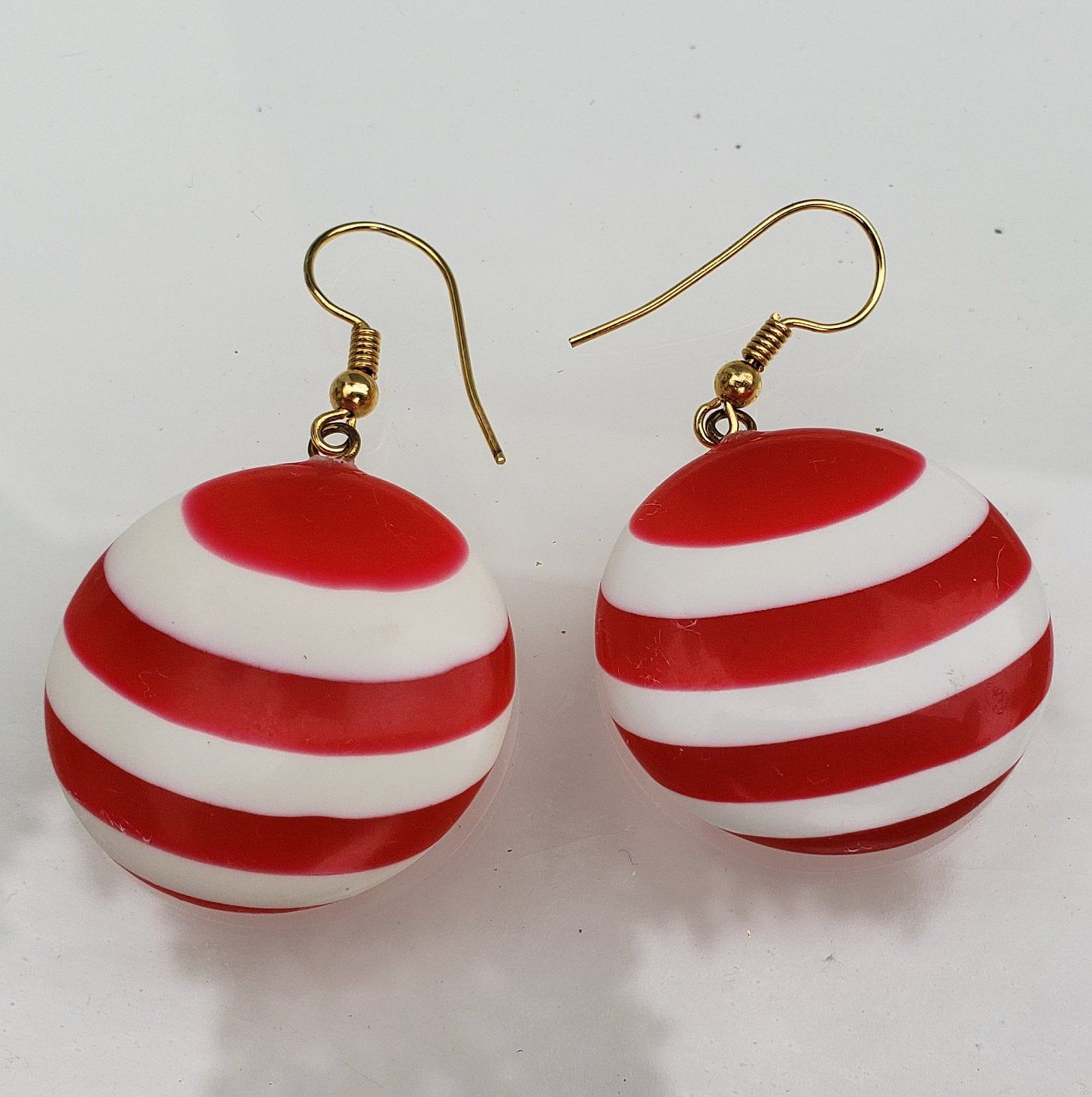 Vintage MOD 80s Red and White Striped Lucite Teardrop Dangle Pierced Earrings