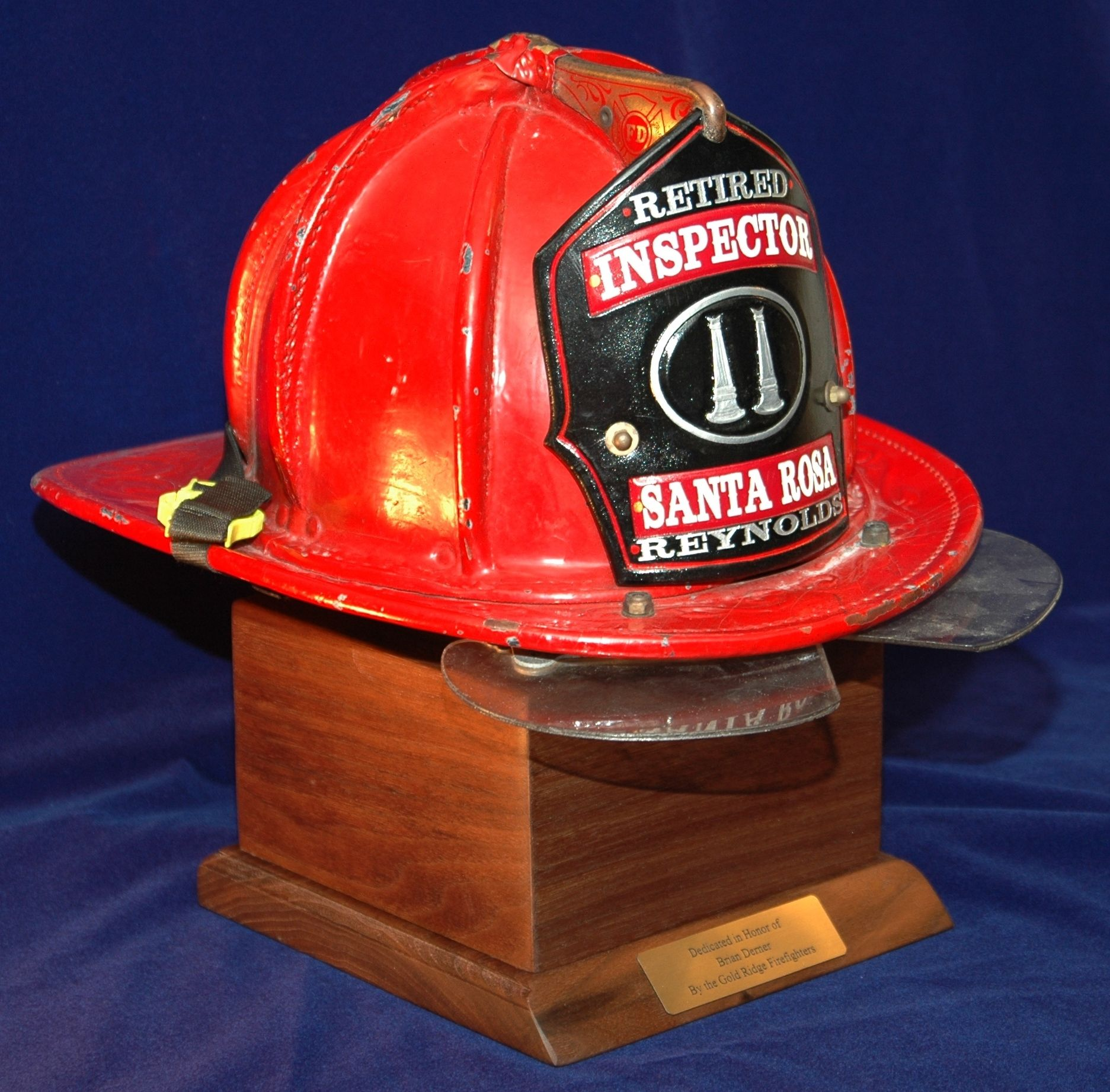 This Helmet Stand Is A Great Way To Display A Firefighter